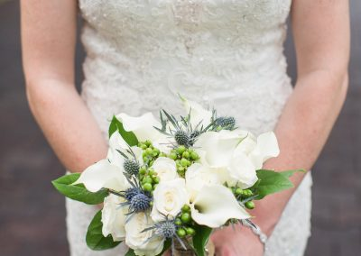 2 bouquet bride