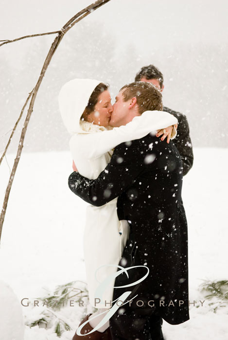 Being stuck inside has me looking at beautiful outdoor winter wedding images